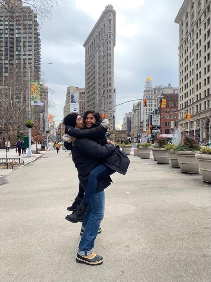 A big hug in the Big Apple! *(Image: Instagram @__sarahroberts__)*