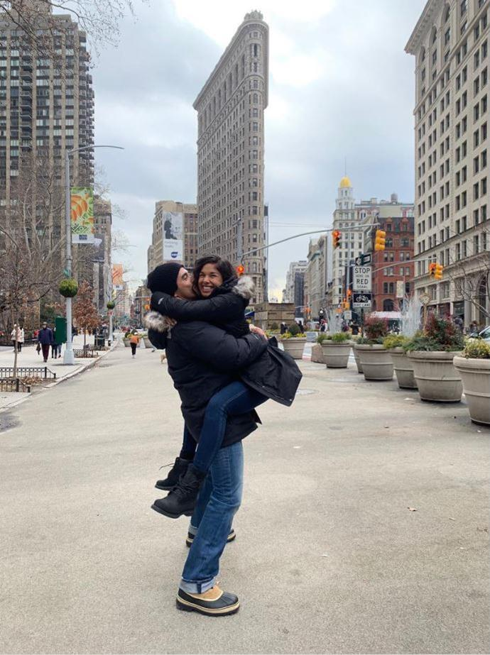 A big hug in the Big Apple! *(Image: Instagram @__sarahroberts__)*