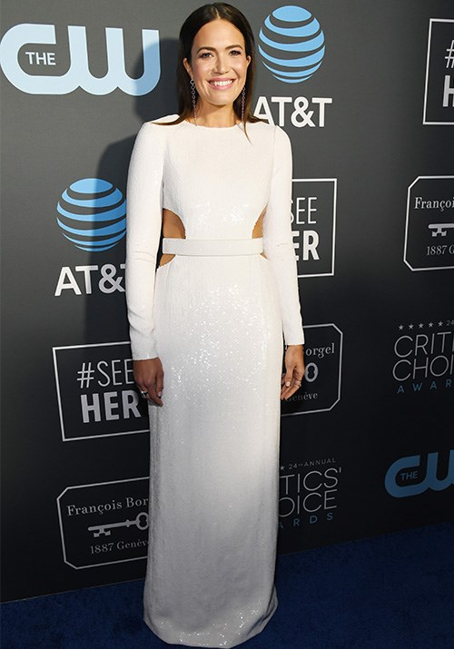 Mandy Moore's long-sleeve sequined white dress was all kinds of glam. *(Image: Getty)*