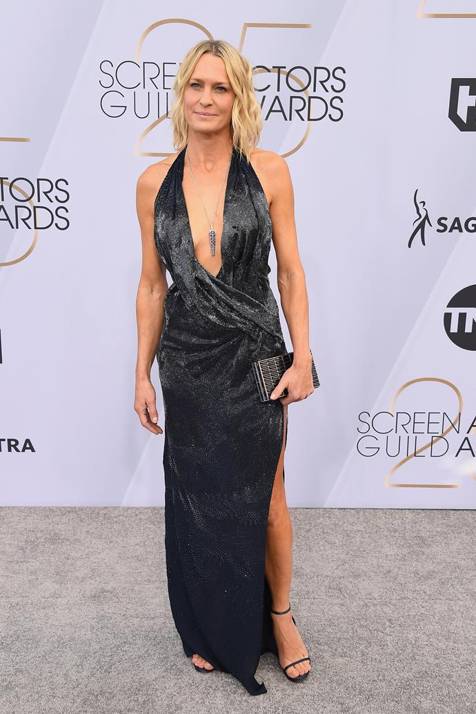 Robin Wright keeps things classic in this black shimmery number.