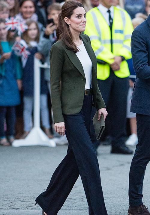 This Smythe moss green blazer and wide-leg pant combo worn by Kate in 2018 is the epitome of chic. *(Image: Getty)*