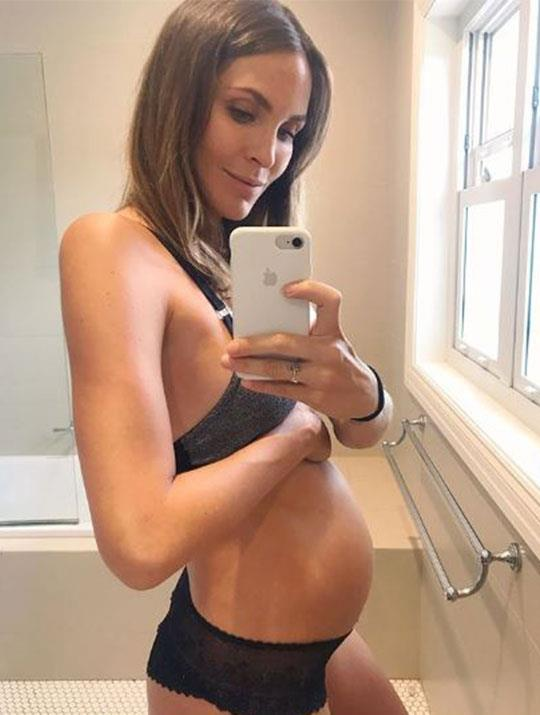 """And pop! """"23 and a bit weeks marks the start of this little wanton's dance recital on my bladder,"""" Laura shared next to this adorable selfie. *(Image: @ladyandacat Instagram)*"""
