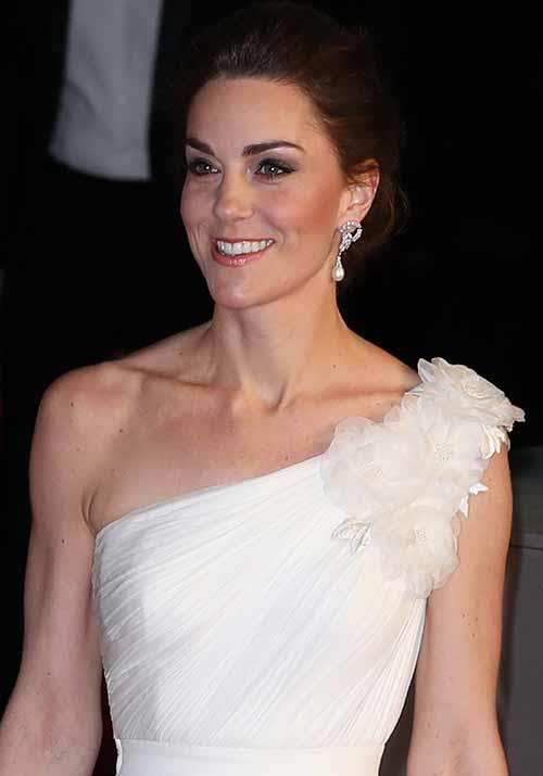 """The Duchess looked radiant with a simple makeup look and dazzling pearl diamond drop earrings [that once belonged to Princess Diana.](https://www.nowtolove.com.au/fashion/red-carpet/bafta-awards-2019-red-carpet-dresses-54041