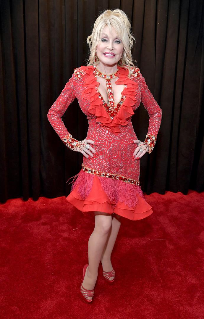 "[The guest of honour has arrived](https://www.nowtolove.com.au/celebrity/celeb-news/dolly-parton-grammys-2019-54088|target=""_blank""), and boy what an entrance she's made! The country music legend that is Dolly Parton will be honoured as the 2019 MusiCares Person of the Year tonight. *(Image: Getty)*"