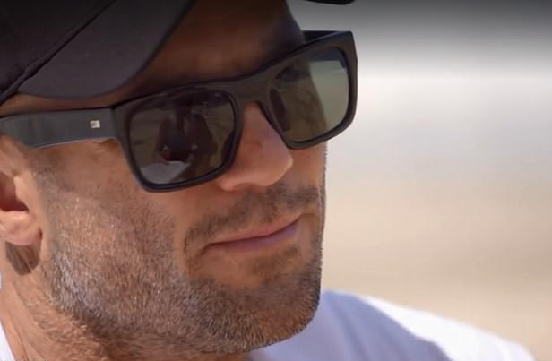 See that white paper in Mike's sunnies? *(Source: Channel 9)*