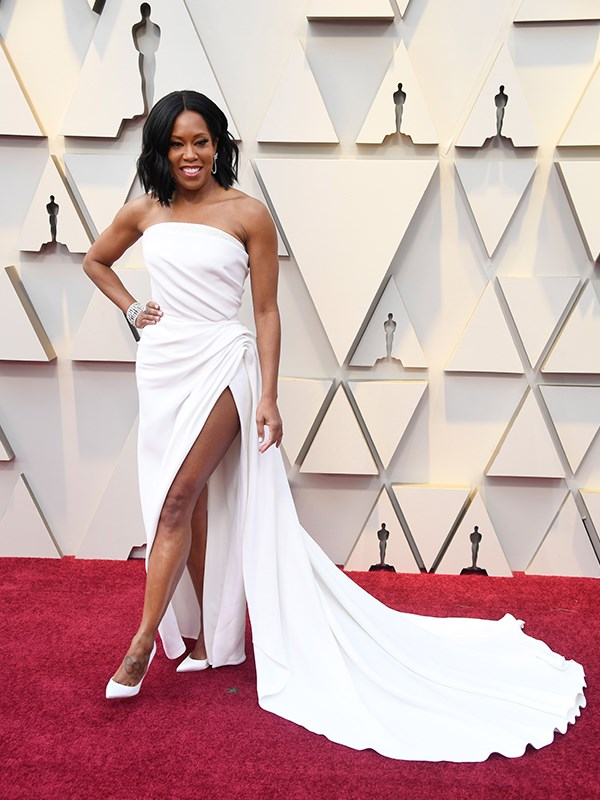 *If Beale Street Could Talk* actress Regina King shows off some skin in  Oscar de la Renta with a thigh high slit - but she keeps it classy of course!