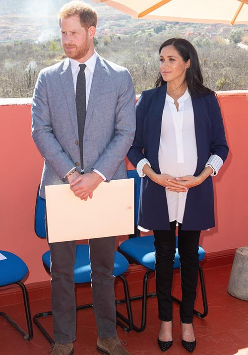 "Visiting the town of Asni earlier on day two of their royal [tour of Morocco](https://www.nowtolove.com.au/royals/british-royal-family/meghan-markle-prince-harry-morocco-54297|target=""_blank""), Meghan and Harry learnt about a Moroccan Non-Government-Organisation called  Education For All.  <br><br> Meghan  looked stunning in an Alice + Olivia blazer with white striped cuff detailing. She paired it with a white tunic and black skinny jeans. *(Image: Getty Images)*"