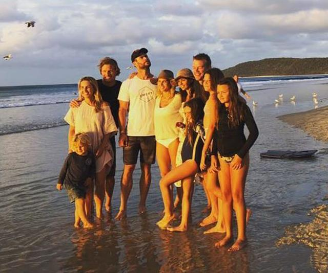 Chris, Elsa, Matt and Luciana have become fast friends and love spending holidays with their families. *(Image: Instagram @chrishemsworth)*