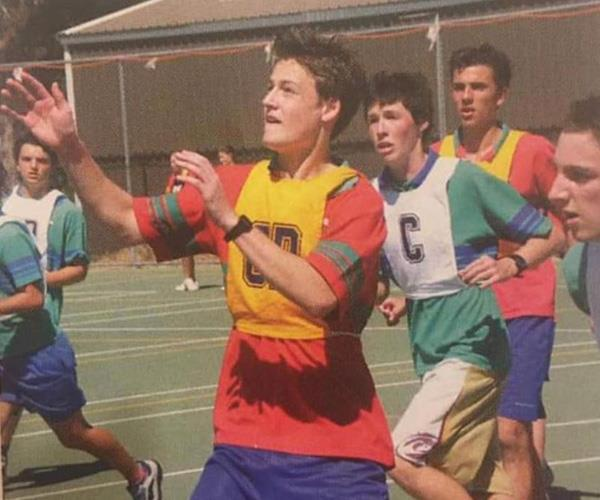 What a baller...a netballer that is! An unsurfaced photo of Matt playing goal defence in his youth has popped up on social media too. *(Image: Instagram @2dayfm)*