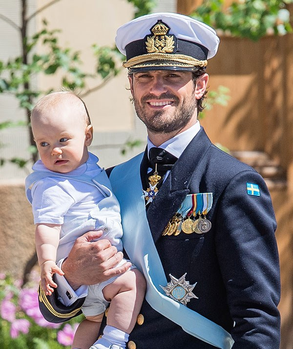 A uniformed royal with his babe in arms... We have no words.
