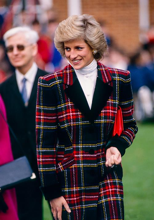 In January 1989, Di added a splash of colour to her tartan ensemble for a visit to Portsmouth.