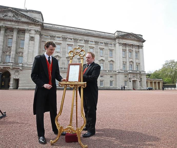 The Palace announces the birth of a royal baby via an easel outside Buckingham Palace. *(Image: Getty)*