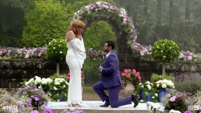 Cam on one knee had everyone cheering. *(Source: Channel 9)*