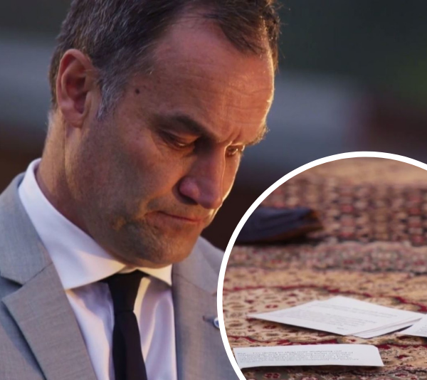 Mark reading his vows to Ning, who then threw them on the floor. *(Source: Channel 9)*