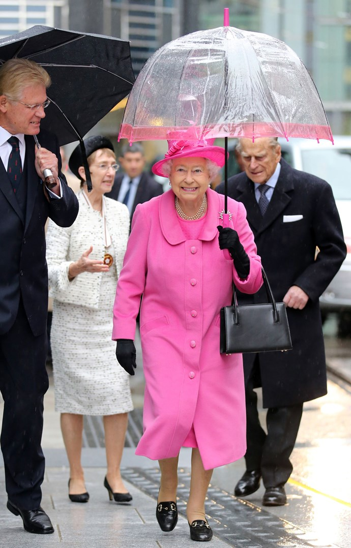 She's adorable! This colour is gorgeous on the Queen. *(Image: Getty)*