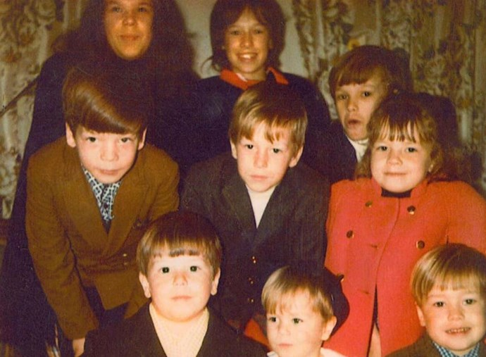 """Not to alarm you, but Mark Wahlberg has NINE siblings, and they're ALL in this picture. Posting the cute snap to his Twitter account, Mark wrote: """"A rare photo of all nine of us (I'm the youngest.) How many siblings do you have?"""" *(Image: Twitter / @markwahlberg)*"""