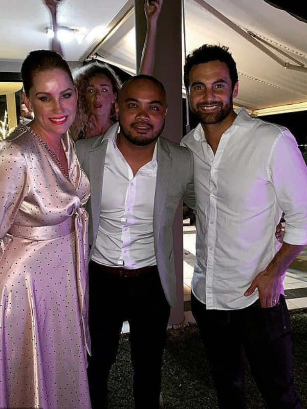 Jules, Cyrell's brother Ivan, Cam and a photobomb by Heidi. It must be a *MAFS* event... *(Source: Instagram / Ivan Paule)