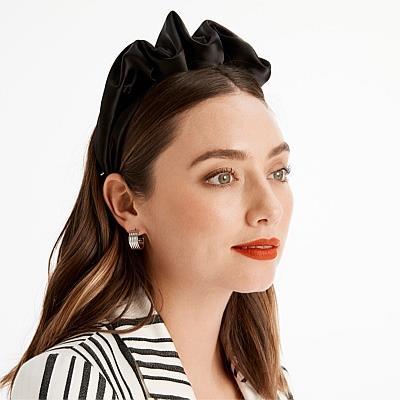 "Mimco Axis Headband, $39, available online [here](https://www.mimco.com.au/Product/60237531-1/?colour=Black&size=No-Size&scd=true&gclid=Cj0KCQjwtMvlBRDmARIsAEoQ8zQ-3Hv4N-5OG8fWwIdaAyuAownb61I-tP2D8dypzpdjuHB0WBnmpxgaAu3bEALw_wcB&gclsrc=aw.ds|target=""_blank""|rel=""nofollow"")."