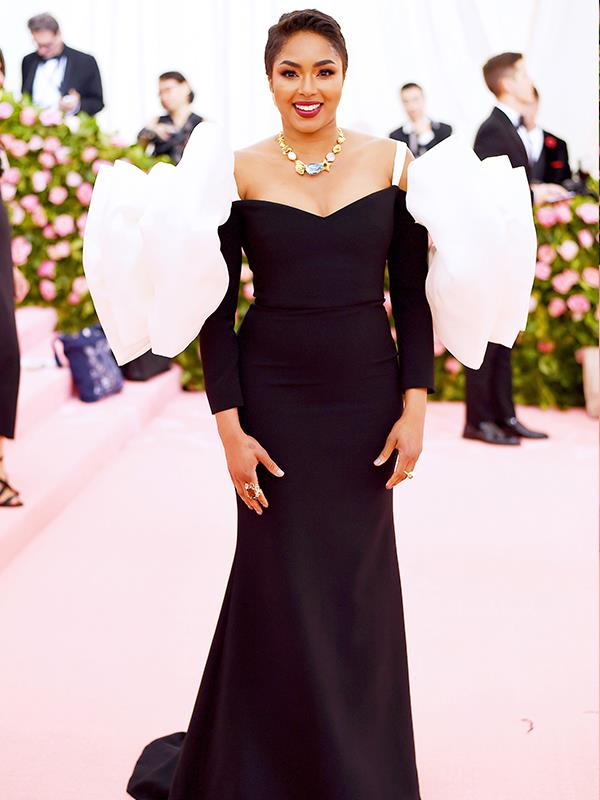 *E! News*' Alicia Quarles rocked some puffy and dramatic sleeves. *(Image: Getty Images)*