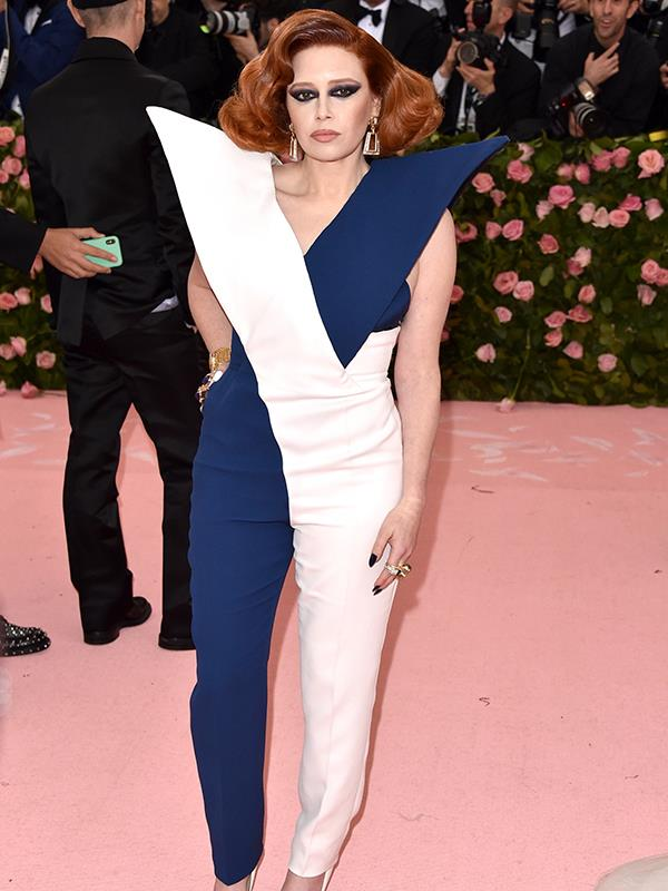 Ground control to Natasha Lyonne! The *Orange is the New Black* star rocks the pink carpet. *(Source: Getty Images)*