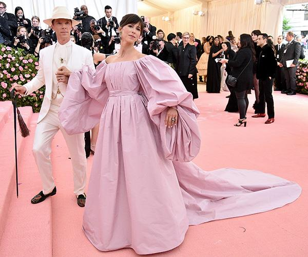 The Lord and his lady. Benedict Cumberbatch and Sophie Turner are shades of pink at the 2019 Met Gala. *(Source: Getty Images)*