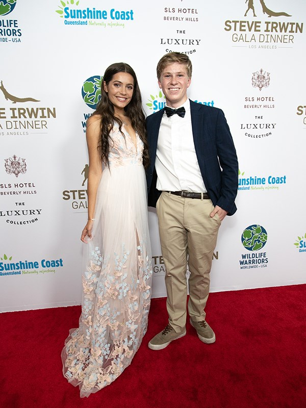 Robert and Emmy looked very cosy at the annual Steve Irwin Gala Dinner in Los Angeles. *(Image: Getty Images)*