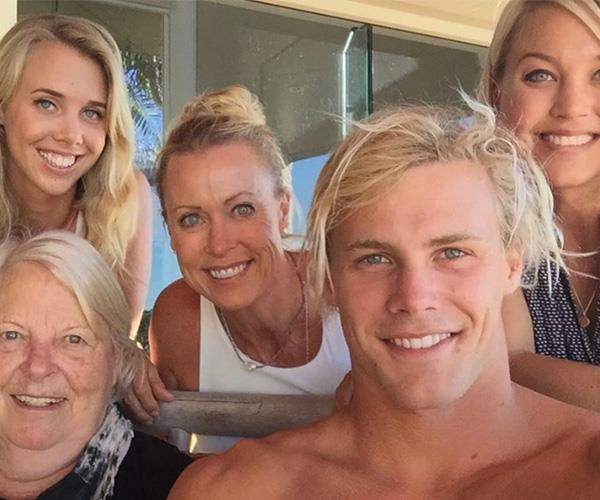 Could Lisa Curry's family be any more gorgeous? *(Image: Instagram @lisacurry)*