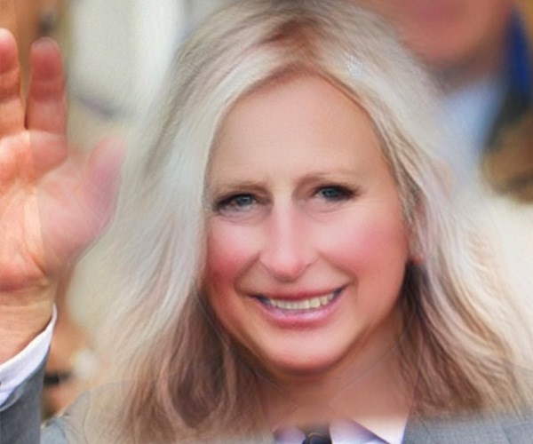 Anyone else getting Barbara Streisand vibes? *(Image: Getty Images/Snapchat)*