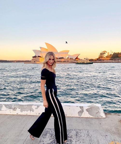 The stylish blonde turned heads on day one wearing a sporty chic ensemble. *(Image: Instagram / @annaheinrich1)*