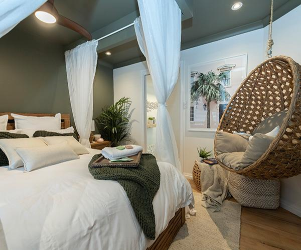 But Shayn and Carly's boho paradise earned them the early room reveal prize.
