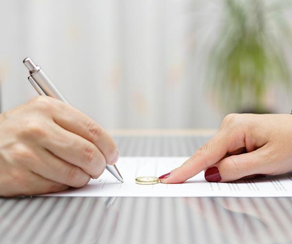 There are four key financial stages during separation and divorce – pre-settlement, negotiation, post-settlement and a rebuilding phase.
