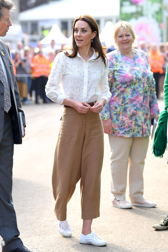 "Let's start with *this* recent outing, which thrilled fans and fashion enthusiasts alike the world over. Kate donned a casual chic ensemble as she attended the [Chelsea Garden Show](https://www.nowtolove.com.au/royals/british-royal-family/kate-middleton-chelsea-flower-show-royals-55849|target=""_blank""), wearing a pair of Massimo Dutti culottes - and these pants are the ultimate mood."