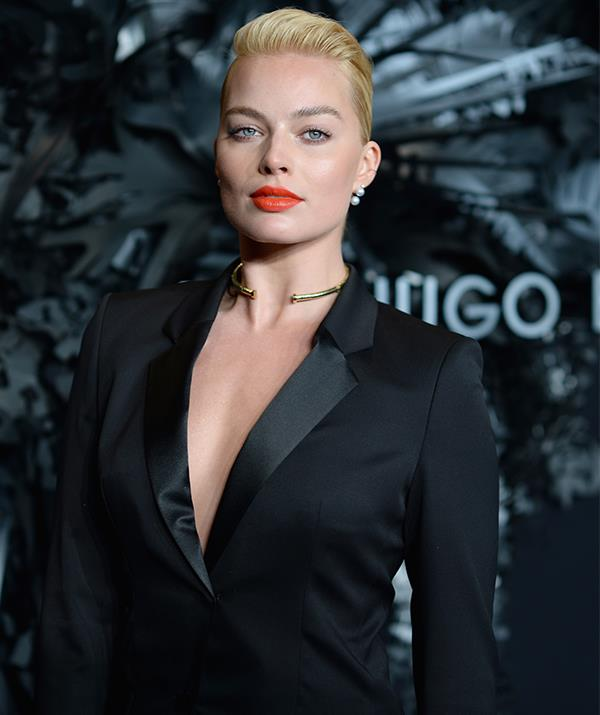 Same year, new look! Margot later debuted a striking swept back hairstyle along with a bold red lip for the Huge Boss Prize event - a true style statement.