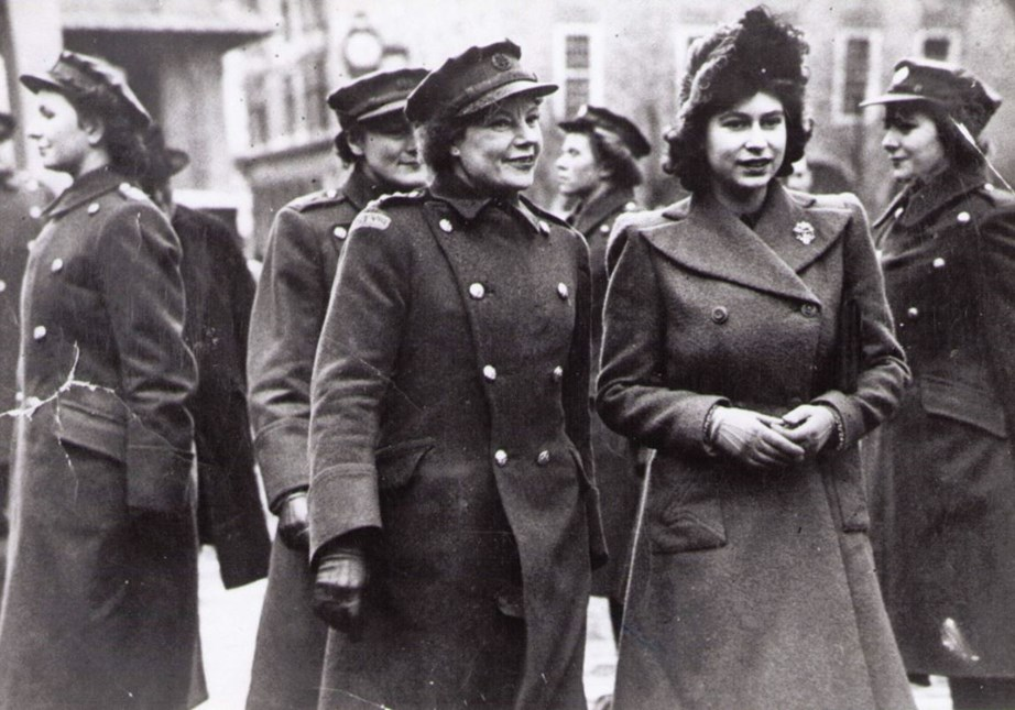 Margaret Baxter shows Princess Elizabeth around Portsmouth in the 1940s. *(Image: Twitter / @royalfamily)*