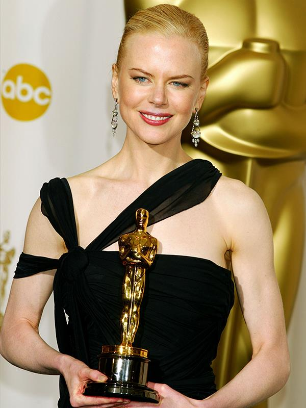 As she accepted her Oscar in 2002, Nicole showed off her Old Hollywood glamour style.