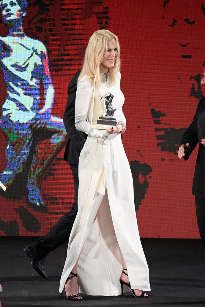 Nicole looked incredible as she accepted her award on-stage.