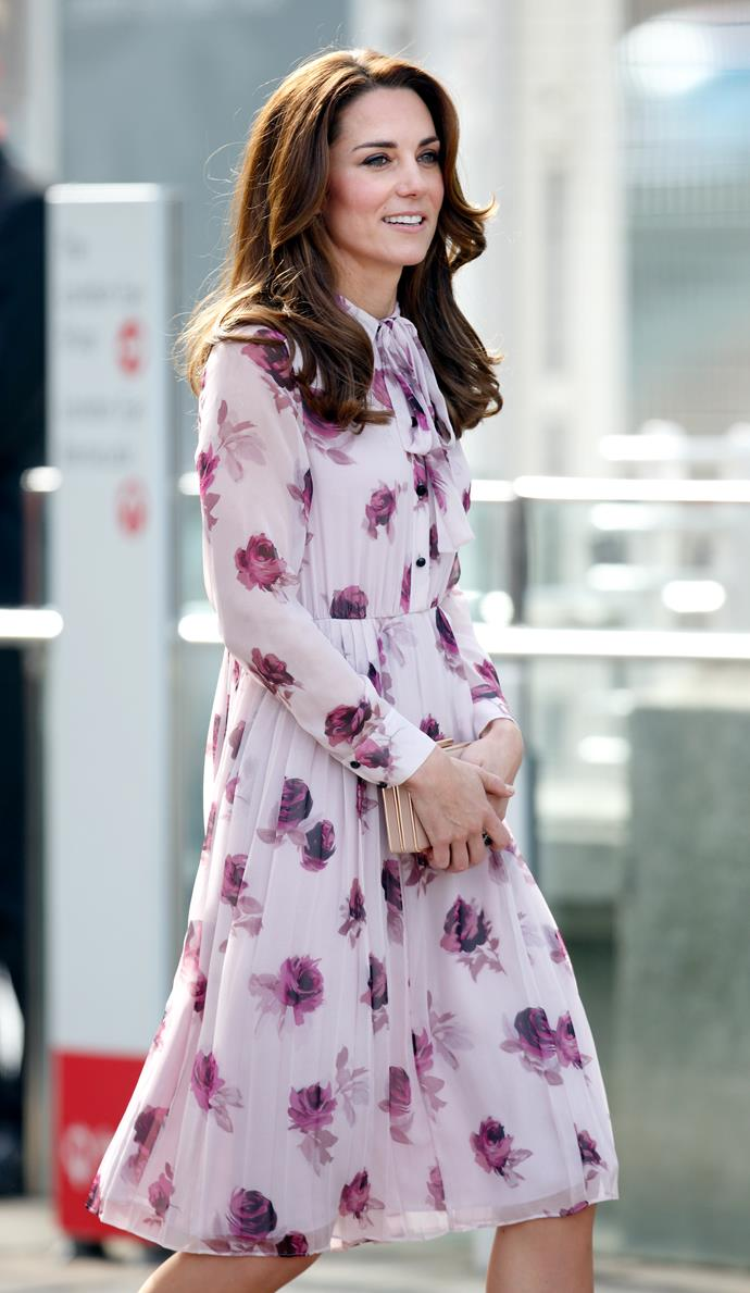In 2016, Kate wore this gorgeous Kate Spade creation for World Mental Health Day. We love to see Kate in pink and purple tones, and this occasion provided the ultimate thrill.
