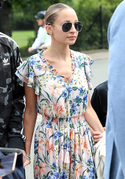 The always glamorous Nicole Richie was spotted wearing some chic sunnies and a gorgeous floral dress... which we'd like in our wardrobes ASAP.