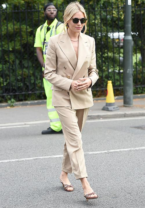 Dazzling actress Sienna Miller opted for beige-tones as she entered the Wimbledon grounds. If you ever needed some suit inspiration, this blonde bombshell is your girl!