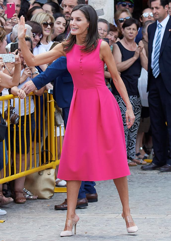 The Queen greeted fans who had come to meet the gorgeous royal.