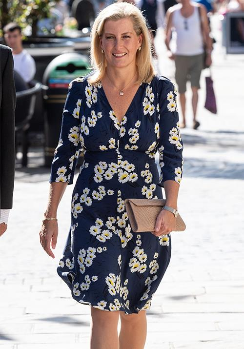Proving she's just like the rest of us, Sophie nailed high street style, while on High Street! She was seen in this gorgeous floral summer dress during a visit to Daniel Department Store in 2018.