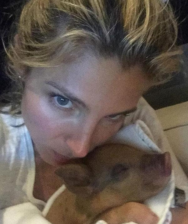 Meanwhile, Elsa Pataky opted for a more unusual animal for their family's pet. Meet Tina the pig!