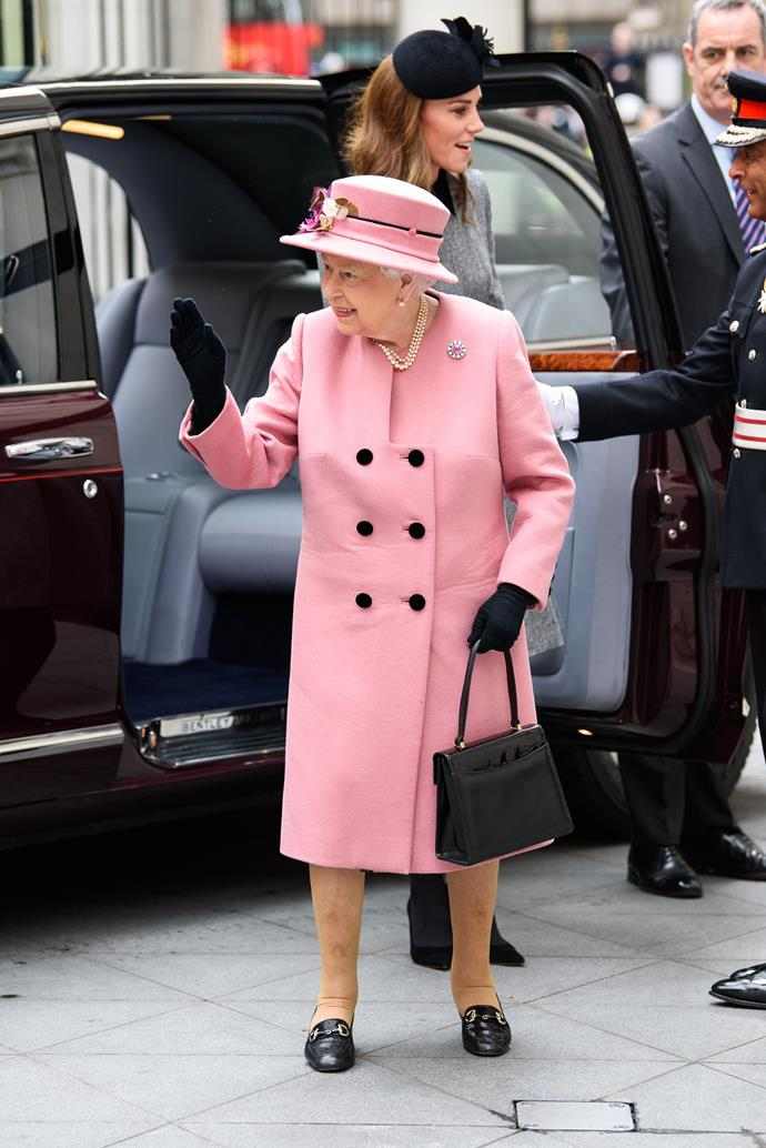 Is there any colour that doesn't suit the Queen? We tend to think not...