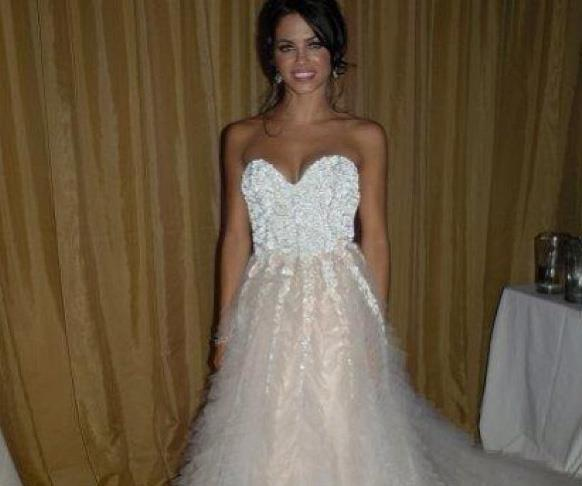 **Jenna Dewan** <br><br> Do you recognise Channing Tatum's ex-wife Jenna Dewan in this photo? The pair met on the set of the movie *Step Up* in 2006 and were married three years later in 2009. While it might look as though Jenna's dress is white on top, the train is actually a beautiful dusty pink.  <br><br> The couple have a daughter together Everly, but split last year after nearly nine years of married. Now Jenna is dating actor Steve Kazee and Channing is with singer Jessie J.