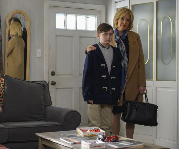 Sienna Miller as Beth Ailes with her son in the show.