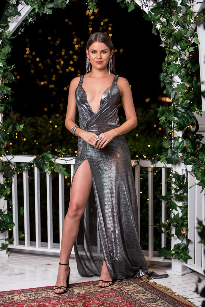 We applaud Renee's bravery for wearing this Kimmy-K-esque sheer Klovia gown. Props for managing to pull a solid Angelina Jolie leg too.