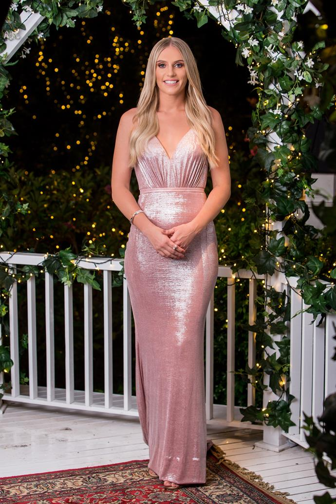 This is nice! We're here for this pretty pink dress worn by Tara. It's a Tania Olsen Designs creation, FYI.