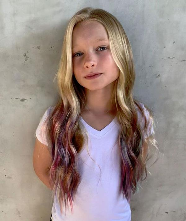 Jessica allowed her daughter Maxwell, to dip dye the ends of her hair pink.