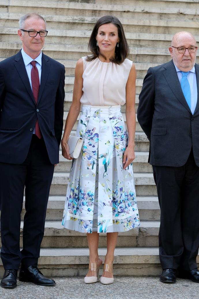Visiting the National Library during the Spanish summer, this pale beige top and floral skirt combo looked gorgeous on the Queen. And check out those perspex heels!