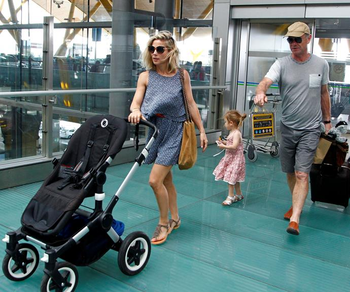 Craig helps Chris Hemsworth's wife Elsa Pataky navigate an airport with her kids. What a gentleman!